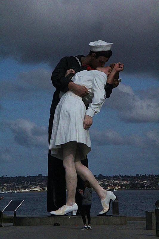 秋叶霜天:圣地亚哥--中途岛航母博物馆外与纪念碑雕塑 - 菁英草原 - 菁英草原