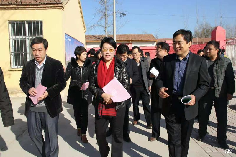 【美女作家一片情】——著名作家韩冬红捐助教育小镇